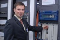 Андрей Климов демонстрирует работу 10-терабитного маршрутизирующего кластера