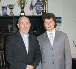 Ф. Копс (слева) и менеджер отдела продаж HGS Дмитрий Кобзарь