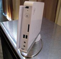 Новая настольная система, получившая название Eee Box, представляет собой миниатюрный ПК белого цвета размером примерно с книгу в твердом переплете