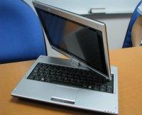 От нетбуков других производителей Gigabyte M912 имеет одно принципиальное отличие. Его сенсорный дисплей с диагональю 8,9 дюйма можно повернуть на 180 гр., продемонстрировав изображение на экране другим людям, или сложить, превратив портативный компьютер в планшетный