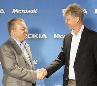 Рукопожатие Стивена Элопа и Кая Оистамо знаменует смену стратегии Microsoft в области мобильных систем