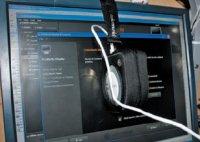 Чехол для хранения можно использовать для закрепления прибора на мониторе