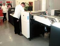 Скорость модуля УФ-лакирования для HPIndigo 5500синхронизирована со скоростью печати. Лакирование только сплошное— матовое или глянцевое