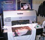 Принтер Brother GT-541 может печатать только по светлым тканям, так как нет белых чернил