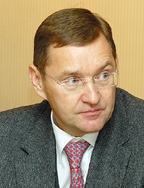 Кюести Козлов считает достижимым ранее заявленный на текущий год показатель продаж ИБП, равный 50 млн долл. несмотря «на довольно слабое для всех вендоров первое полугодие»