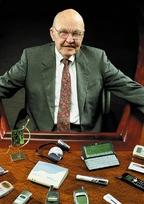 По словам Джека Килби, в1958 году его цели формулировались очень просто: снизить себестоимость производства, упростить сборку, сделать элементную базу компактнее иустойчивее