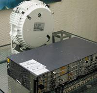 Всостав RTN 600 входят системный блок, вкотором устанавливаются модули, иразмещаемая на мачте антенна