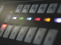 Оператор пересылает установки в печатные машины Mitsubishi через DiamondLink III. Color Navigator автоматически настраивает цвет на всех секциях одновременно