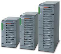 Рисунок 7. Трехфазные ИБП Socomec Green Power мощностью 10-200 кВА обладают, по заявлению разработчиков, высоким коэффициентом готовности и максимально возможным КПД — 96%, что подтверждается сертификатом TUV SUD. Они предназначены для защиты ЦОД и инфраструктуры телекоммуникаций.