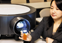 Проекторы серии VPL- Fx300L используют трехматричную систему 3LCD ифирменную технологию обработки изображения BrightEra