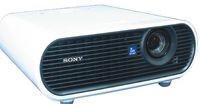 Объектив Sony VPL-EX7 защищен прозрачной пластиковой крышкой, крепление которой, кстати, нужно немного доработать.