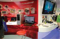 Стенд Gigabyte: слева — игры, справа — HD-видео