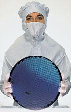 Компании, объявившие опланах создания микросхем PCM в2008году, вкладывают большие средства вперевод производства на выпуск подложек размером 300 мм
