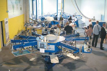 В демозале MHM — три типа трафаретных карусельных машин, характеризующих три этапа развития техники фирмы