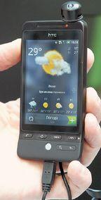 Сенсорный экран HTC Hero рассчитан на управление пальцами