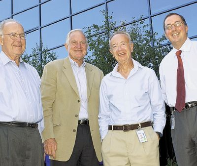 Аналитики гадают, кто может стать следующим президентом и генеральным директором Intel. Высшие посты корпорации в разные годы занимали Гордон Мур, Крейг Барретт, Энди Гроув и ее нынешний глава, Пол Отеллини