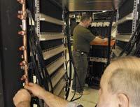 По оценкам специалистов IBM, водяное охлаждение в4000 раз эффективнее воздушного, что позволяет корпорации помещать 448 процессорных ядер Power6 стактовой частотой 4,7 ГГц встойку Power 575