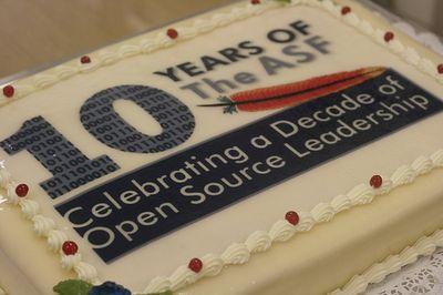 Члены ASF отметили десятилетнюю годовщину организации на конференции ApacheCon, прошедшей совсем недавно, хотя официальная дата юбилея приходится на июнь. CC BY 2.0; www.flickr.com/photos/jaaronfarr/