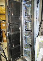 Рисунок 3. По мнению разработчиков, новая система охлаждения Sun Cooling Door Модель 5200  дает высокий экономический эффект для малых и больших ЦОД, занимая минимум пространства. Это решение сопрягается с внешними системами охлаждения Liebert и подходит к серверам Sun Blade 6048. Стоимость Sun Cooling Door составляет 8000 долларов, а установка обойдется в 10-20 тыс. долларов. Подобные продукты предлагают многие вендоры.