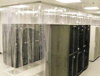 Рисунок 1. Дешевый способ обеспечения изоляции холодного коридора — использование невоспламеняемого занавеса из ПВХ.