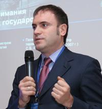 Среди приоритетных задач на 2008 год Алексей Кравцов считает дальнейшее увеличение доли услуг в обороте компании