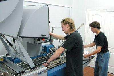 Решение может быть адаптировано под фальцевальные машины десятка производителей, мы тестировали Tri-Creaser Fast Fit, установленный на фальцовку MBO