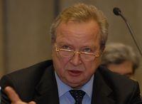 По мнению Владимира Матюхина, чиновник никогда не будет внедрять систему, контролирующую чиновника