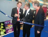 Право торжественного открытия сборочного производства HP Scitex в Цезарее досталось генеральному директору подразделения Энрико Лоресу