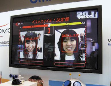 Технологию Okao Vision можно применять вцифровых камерах, чтобы определять, когда фотографируемый человек улыбается иготов ксъемке
