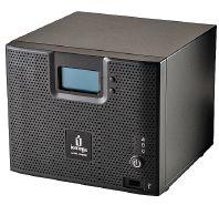 Рисунок 3. Четырехдисковый сервер хранения Iomega StorCenter ix4-200d NAS стоимостью  700 долларов, реализованный на основе дисковых массивов EMC AX, поддерживает RAID 5, RAID 10 (с автоматическим перестраиванием RAID) и JBOD (объединение дисков в один том). Он выпускается в конфигурациях 2, 4 и 8 Тбайт. Устройство поддерживает iSCSI, имеет два порта Ethernet и три порта USB 2.0 для подключения принтеров или дополнительных устройств хранения.