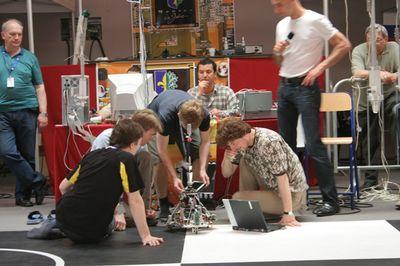 Совершенствование роботов продолжается и во время соревнований