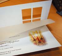 Приглашение на ёлку. Под калькой прячется изображение горящей свечи, создавая эффект