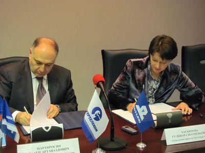 Главы компаний подписывают соглашение о расширении партнерского взаимодействия