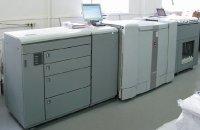 Осе VarioPrint 6250 использует для печати магнитографию и сравнима по скорости смладшими моделями малоформатных офсетных машин