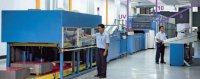 Самая большая в мире машина для печати на металле 8-красочная Metalstar-2 дочерней фирмы КВА Bayer+Kunzl работает в United Can Company (Индонезия). Стрелки указывают на секции 9 (промежуточная УФ-сушка для закрепления 8-ми печатных красок) и 10 (УФ-лакирования) и финишную УФ-сушку с 4-мя модулями излучения