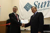 Директор по маркетингу Sun в СНГ Павел Анни и Валерий Бутенко открывают центр компетенции