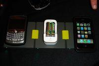 Помимо док-станций и футляров для телефонов, в Powermat продемонстрировали приемник, подключающийся к портативным игровым приставкам PlayStation Portable и Nintendo DS, и еще одну модель, предназначенную для ноутбуков