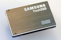 Представленный Samsung прототип 256-гигабайтного флэш-накопителя обладает скоростью чтения данных 200 Мбит/с и скоростью последовательной записи 160 Мбит/с