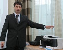 Кристоф Руф демонстрирует новые офисные принтеры HP Officejet Pro