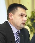 Константин Солодухин: «Мы намерены защищать свои позиции всфере междугородной имеждународной связи. Но реальность такова, что если сейчас «Ростелеком» занимает около 80% этого рынка, то к2013 году мы будем драться за удержание 60-процентного рубежа»