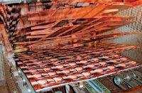 В этой машине дочернего предприятия КВА LTG-Mailaender жестяные пластины с высохшим красочным слоем и покрытые при втором прогоне слоем бесцветного лака поднимаются вертикально при входе в туннельную печь горячего воздуха. Фото: Д. Клиберг