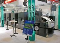 Стенд Miyakoshi. Макс. диаметр рулона на устройстве размотки цифровой машины струйной печати MJP 600 20UV составляет 1270 мм
