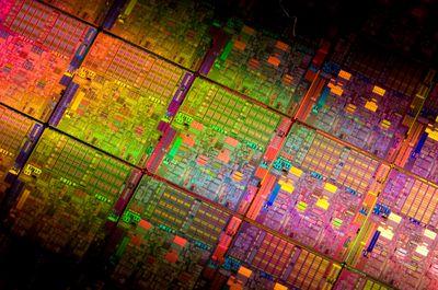 Westmere представляет собой переведенную на норму проектирования 32 нм архитектуру Nehalem, формирующую основу нынешних серверных процессоров Xeon 5500,