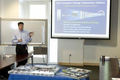 В ходе встречи в штаб-квартире Sun в Калифорнии Джон Фаулер представил журналистам модуль NEM, а также шесть серверов и рабочую станцию на процессорах Intel Xeon на базе новой микроархитектуры Nehalem