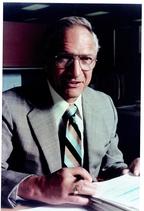 Заявка Роберта Нойса, в то время руководителя научно-исследовательского подразделения компании Fairchild Semiconductor, прошла все инстанции быстрее, поэтому первый патент на интегральную схему получил именно он