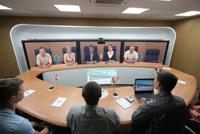 Решения на базе Cisco TelePresence Meeting предоставляют возможность вести переговоры, используя для связи IP-сеть, обеспечивая полный эффект присутствия