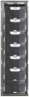 Рисунок 3. Система Eaton Powerware BladeUPS 60 кВА/кВт содержит до пяти модулей по 12 кВА и поддерживает отказоустойчивую конфигурацию (N+1) мощностью до 48 кВА. Каждый модуль системы имеет свой блок управления и байпас (автоматический и ручной), причем предусмотрена «горячая замена» силовых модулей и батарей. Наличие встроенной батареи позволяет использовать модули как отдельные ИБП. Четыре внешних модуля батарей (EBM) увеличивают время автономной работы источников до 35-40 мин при 100% нагрузке. Выходы модулей подключаются к общей шине, а сами они связываются по технологии HotSync без дополнительных плат и кабелей синхронизации.