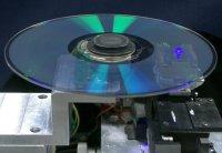 На новом оптическом диске стандартного диаметра (12 см) удалось поместить 16 слоев, каждый из которых имеет вместимость 25 Гбайт