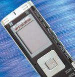 Цифровой диктофон Panasonic RR-US950 выглядит довольно оригинально, чем-то напоминая обычный MP3-плеер, разве что чуть более вытянутый вдлину