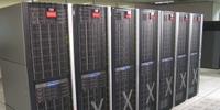 HP Oracle Database Machine, которая включает в себя восемь серверов баз данных Oracle и 14 Exadata Storage Servers в одной стойке